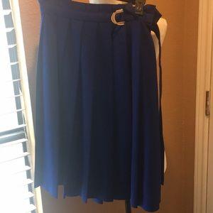 Gorgeous Calvin Klein midi skirt size 4